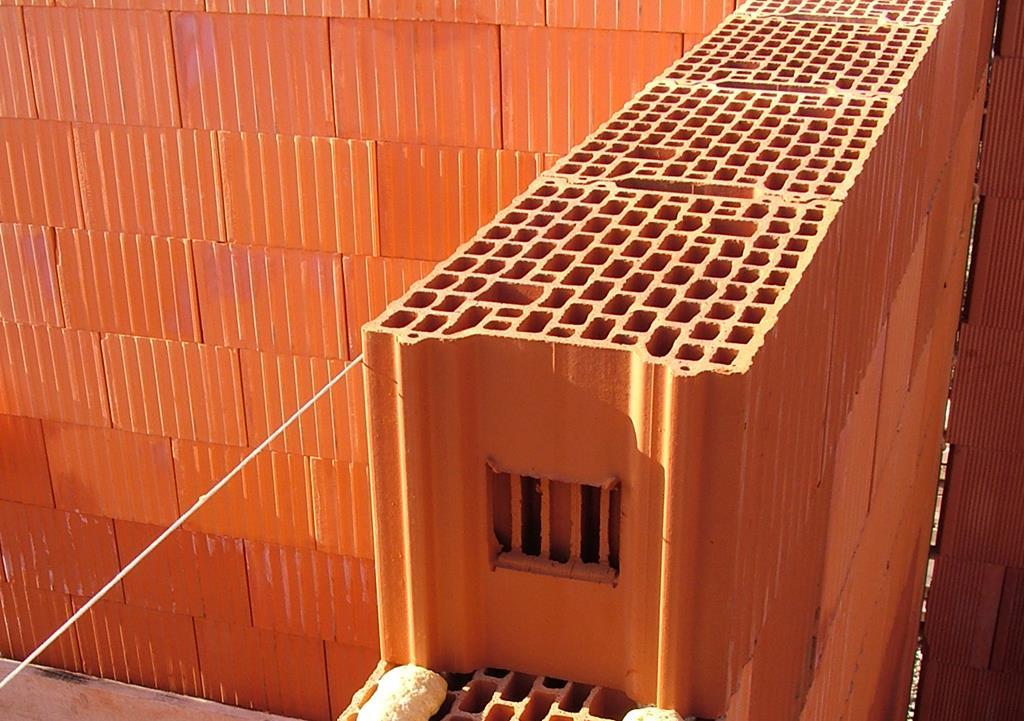 Дом из керамических блоков: стоит ли строить?