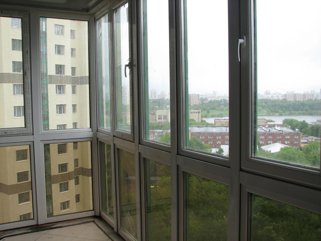 Какие выбрать окна для балкона распашные или раздвижные - mo.