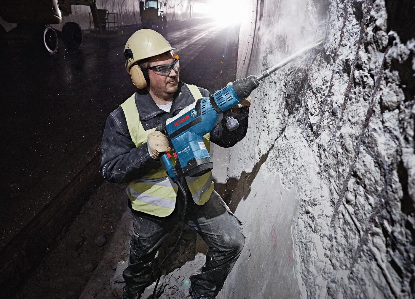 Демонтаж бетона и других материалов отбойными молотками