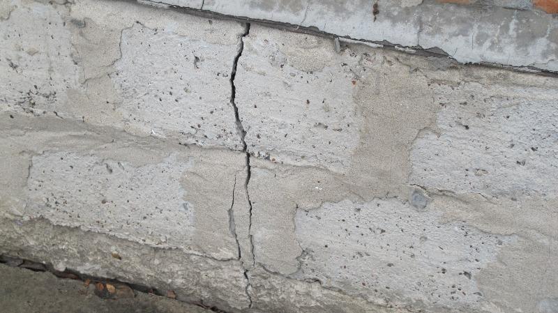 Трещины в фундаменте: что делать?